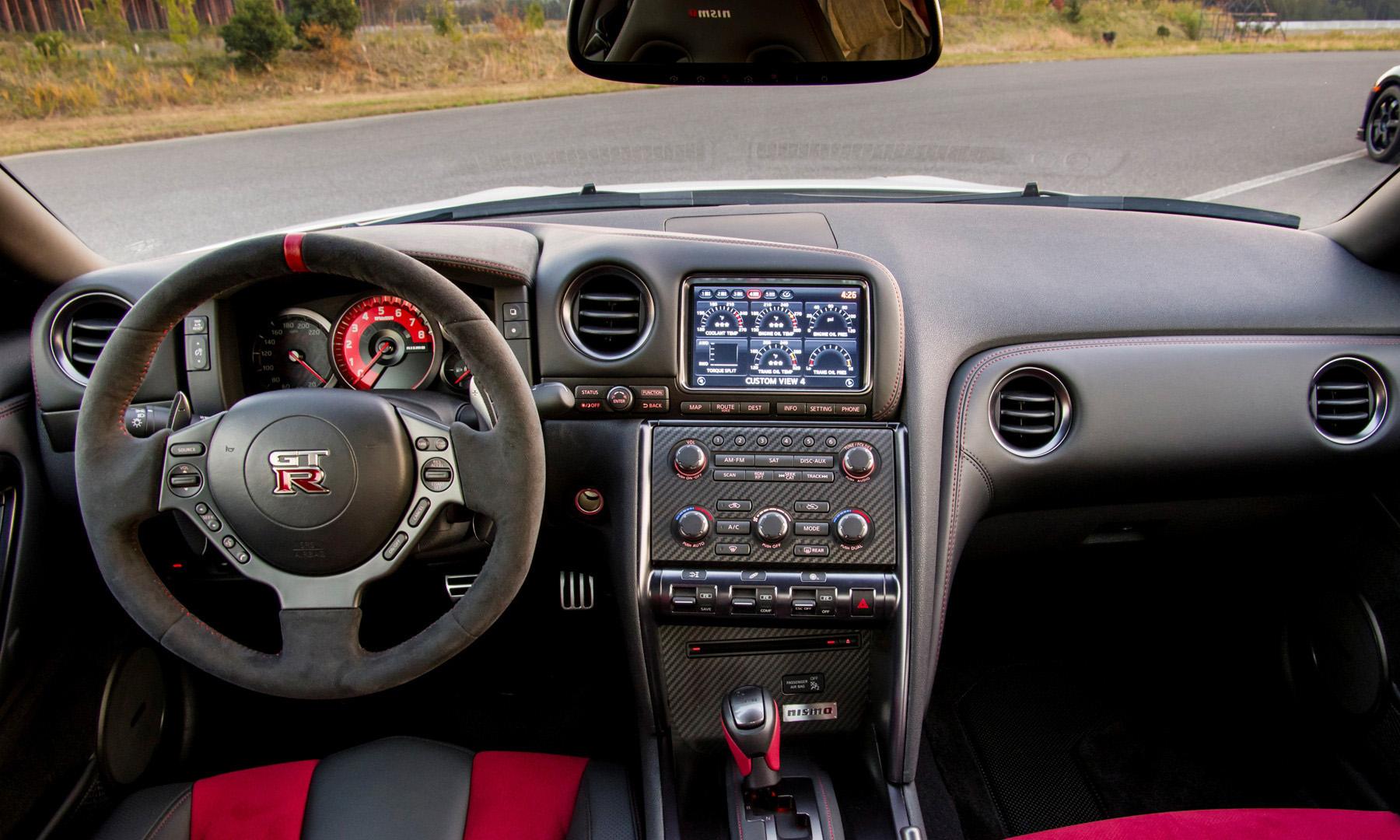 Фото Nissan GT-R Nismo