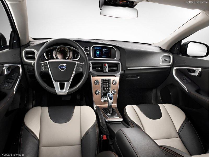 Фото Volvo V40 Cross Country
